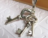 Antiqued skeleton key necklace, Tierra Cast silver pewter charms, Victorian style keys, collar bdsm kink