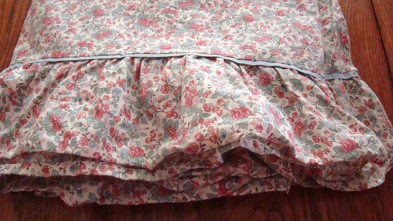Vintage Full Flat Floral Sheet with Ruffle / Reclaimed Bed Linens / Cotton