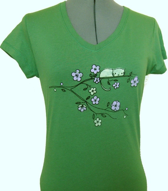 Cute Cat on a Tree T Shirt  100% Combed Ringspun Jerseyknit Cotton V Neck T Shirt Leaf