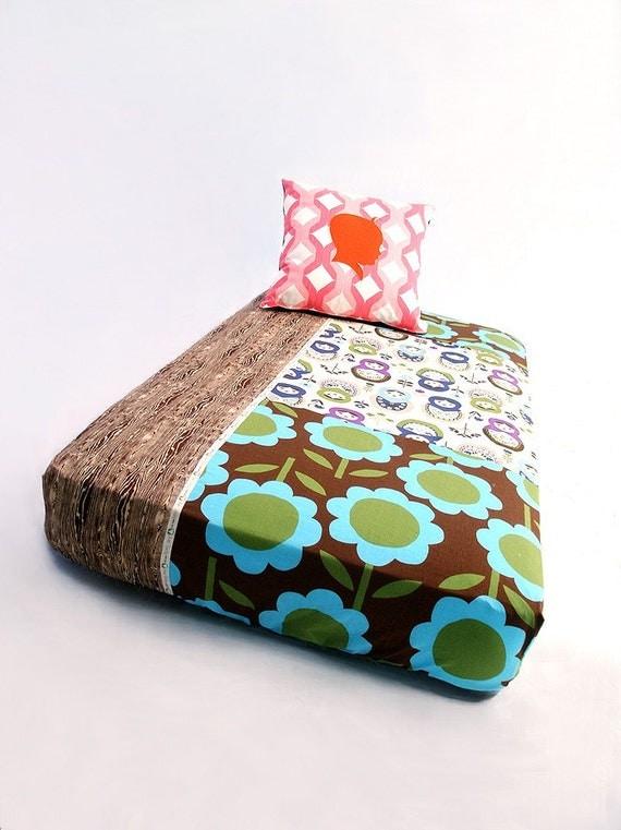 Bumper Free Crib Bedding , Bumperless ,  Fitted Crib Sheet , Patchwork Kewpie Dolls