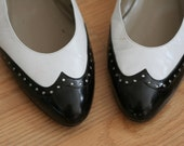 Black White Leather Spectator Flats Shoes 9 Vintage 80s