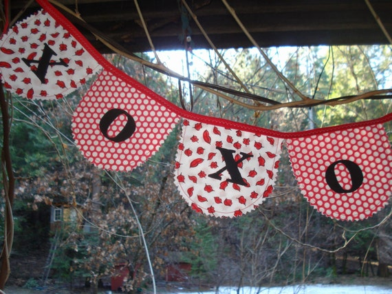 sweet hug & kisses Valentine banner bunting