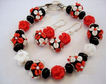 Lampwork Jewelry - Floral Jewelry Set - Red Bracelet - Red Earrings - Dangle Earrings - Glass Bead Bracelet - Glass Bead Earrings