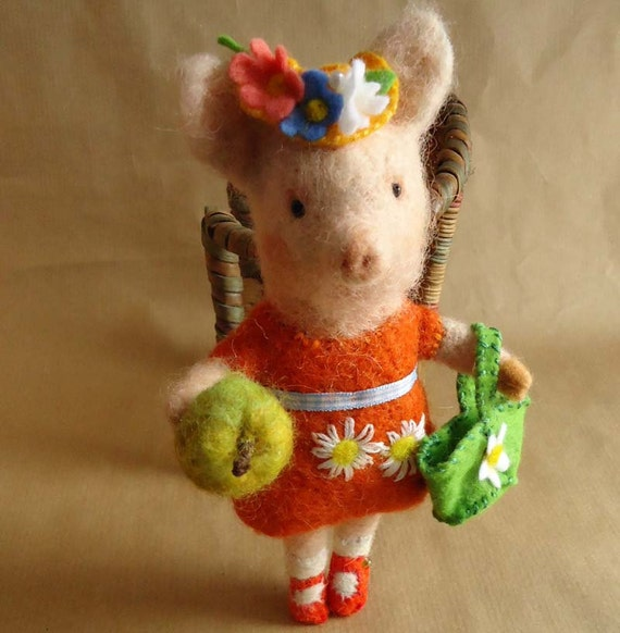 Original and one of a kind needle felted Shopping Piggy with Apple