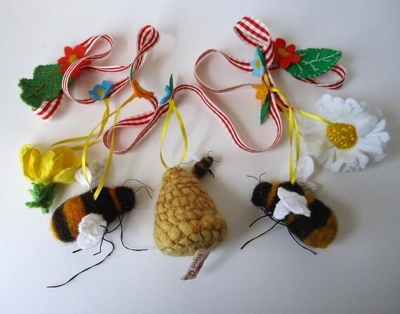 Needle Felted Summer Garland with  Bumbles Bees  By Miss Bumbles