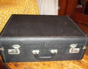 Reduced 45 Black leather vintage suitcase with two keys