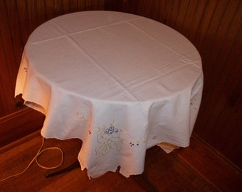 Vintage small grapeleaf embroidered tablecloth