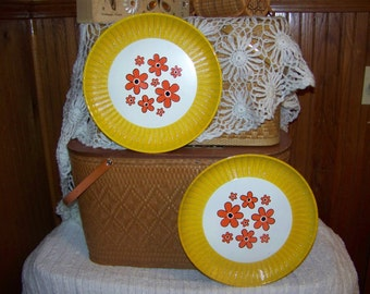 Reduced Pair of vintage daisy trays