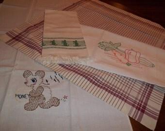 Lot of four cute vintage towels