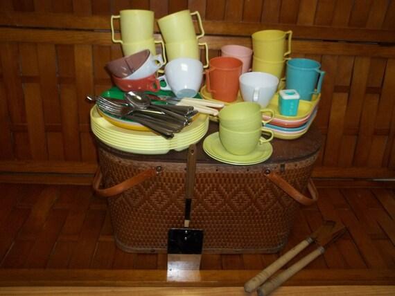 Picnic Basket Dish Set : Vintage picnic basket with dishes by oragracevintage on etsy
