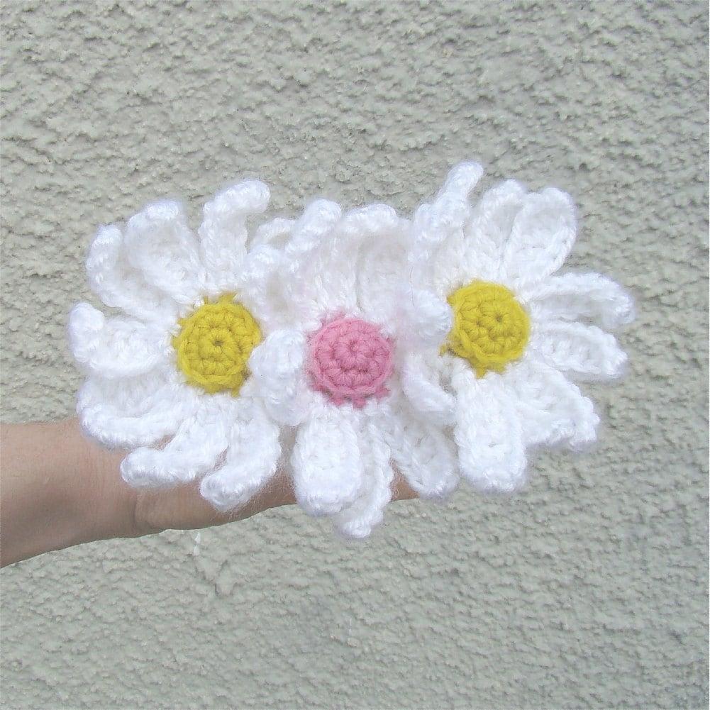 Crochet Small Daisy Flower Pattern : Flower Crochet Pattern Daisy Flower Pattern Yarn Bombing
