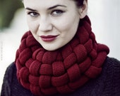 Woven Cowl in Burgundy