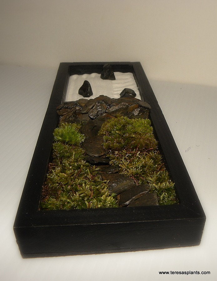 Table top zen garden 3 moveable stones white sand rake moss for Table zen garden