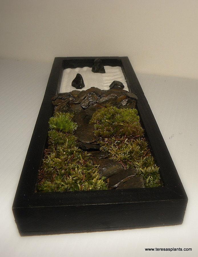 Table top zen garden 3 moveable stones white sand rake moss for Table zen garden