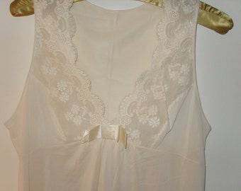 Vintage 70s Shadowline Nightgown and Robe, Lace Lingerie, Size Small