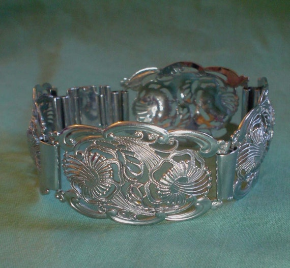 Vintage silver tone filigree bracelet really attractive