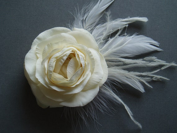 Ivory Bridal Hair Flower Clip, Bridesmaid Head Piece, Wedding Fascinator, Feather Flower accessory comb pin barrette READY TO SHIP