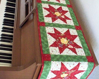 Christmas Piano Runner, Red and Green Stars Quilted Table Runner, Star Piano Topper, Quiltsy Handmade Patchwork quilt