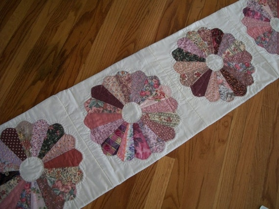 Table Runner Quilt Dresden Plate Pink and Mauve