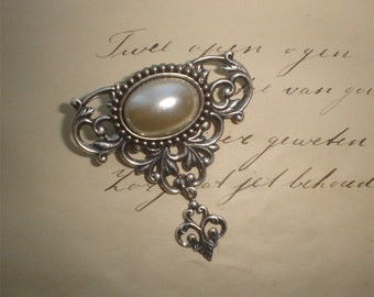 Victorian brooch - pearl brooch - gothic brooch with pearl filigree silver