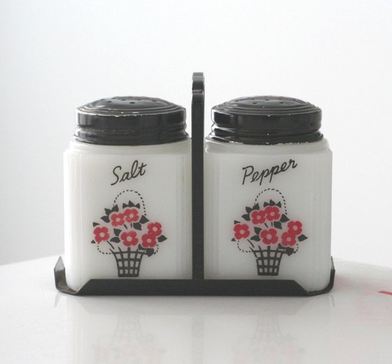 Tipp Flower Basket Shaker Set and Stand