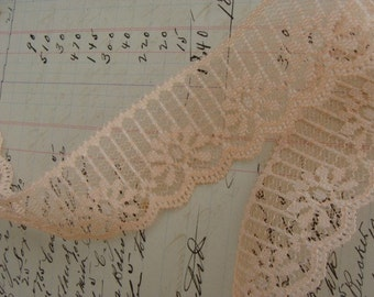 2 Yrds Gorgeous Vintage Scalloped  Lace
