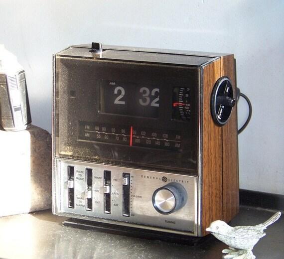 Vintage Ge Copal Flip Radio Alarm Clock