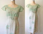 Sale 1950s vintage wiggle dress : Mint Lace