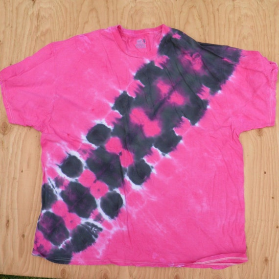 Black and Pink Bandolier Tie Dye T-Shirt (Fruit of the Loom Size 3XL) (One of a Kind)
