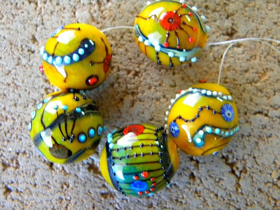 """5 Bright and Funky Large 20mm  Round Glass Lampwork Beads  Golden Yellow, Black, Red, Blue  """"Spice""""  Artist Designed"""