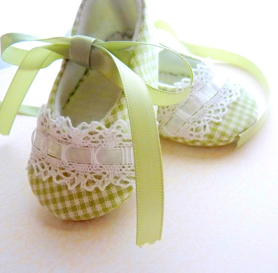 Gorgeous Green Gingham, Pixie Toes Baby Shoes ... Also available in Pink, Blue, Lavender & Yellow
