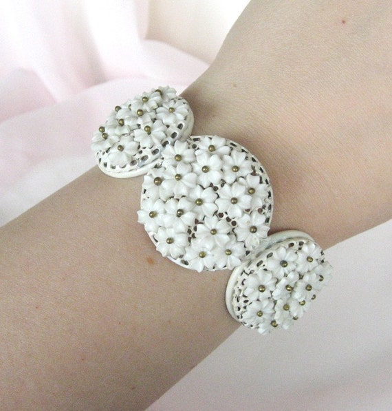 Vintage 50's White Floral Bracelet - Clamper Style - Wedding Jewelry