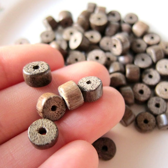32 - 7x6mm - Disc Shaped Wood Spacer - a006 - Beads