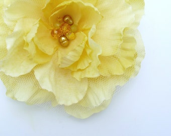 Bridal flower fascinator, hair clip - Maci butter yellow