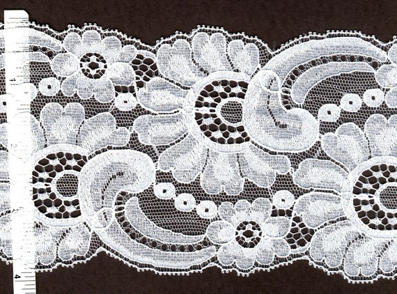 4 inch wide White Leavers lace trim 10 yds        (764)
