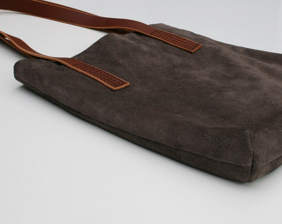 Minimalist tote with hand stitched leather straps - GREY SUEDE