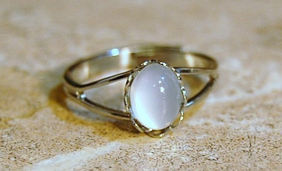 Bella Swans Moonstone Ring - Twilight Movie Inpsired