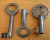 Skeleton Keys - Vintage Antique keys-  Barrel keys- Steampunk - Altered art e3