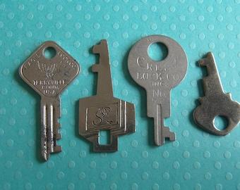 Vintage old keys- Steampunk - Altered art t6