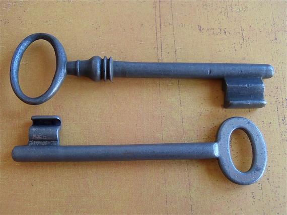 Skeleton Keys - Vintage Antique keys-  Barrel keys- Steampunk - Altered art D43
