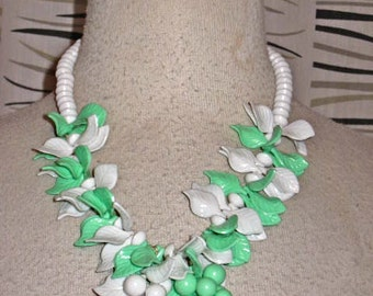 Vintage 50s Green And White LUCITE Necklace LEAF And BERRIES 1950s