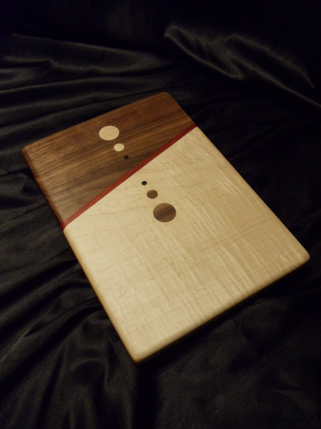 mirrored circles wood cutting board w figured maple. Black Bedroom Furniture Sets. Home Design Ideas