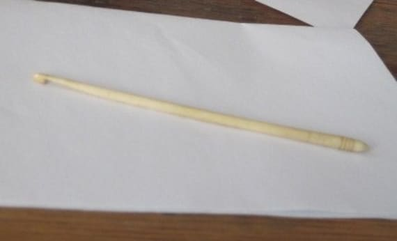 Antique Bone Ivory crochet hook