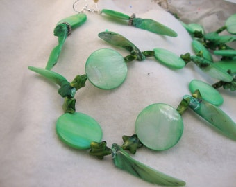 Light Green Freshwater Pearls Necklace and Earring Set