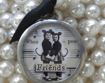 Girlie Girls and Friends Charm