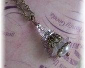 New Vtg. Retro Pearl/Rhinestone Swarovski Crystal Filigree Flower Dangle Jewelry Necklace