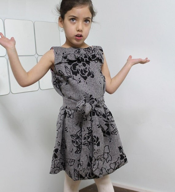 The Girliest Dress - 2T-6T PDF pattern and tutorial. The elegant shift dress