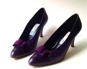 vintage Liz Claiborne Dark Purple Leather Pumps with Purple Suede Bows
