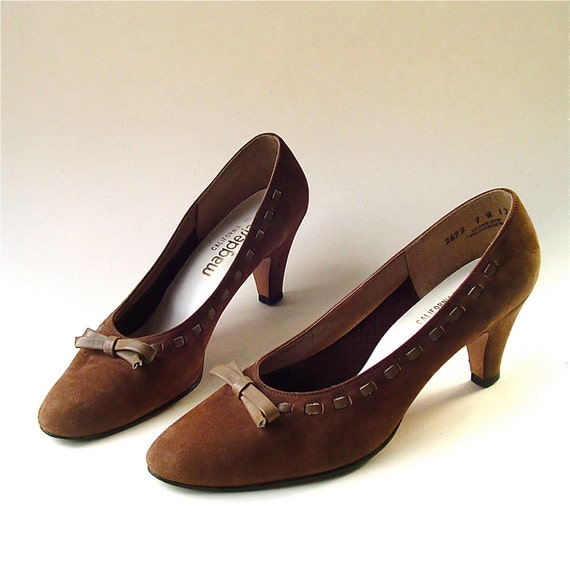 vintage California Magdesians Brown Suede Pumps with Taupe Bows