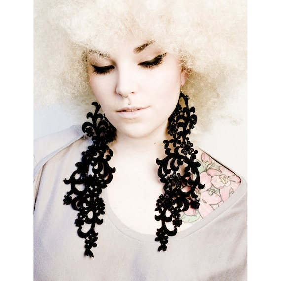 Lace earrings - FEARLESS - Black or white lace